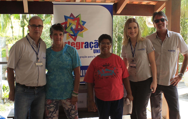 Colaboradores da UNIFEBE entregam donativos ao Lar Menino Deus