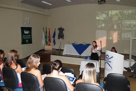 Evento discute processo de pesquisa e instalações de moda