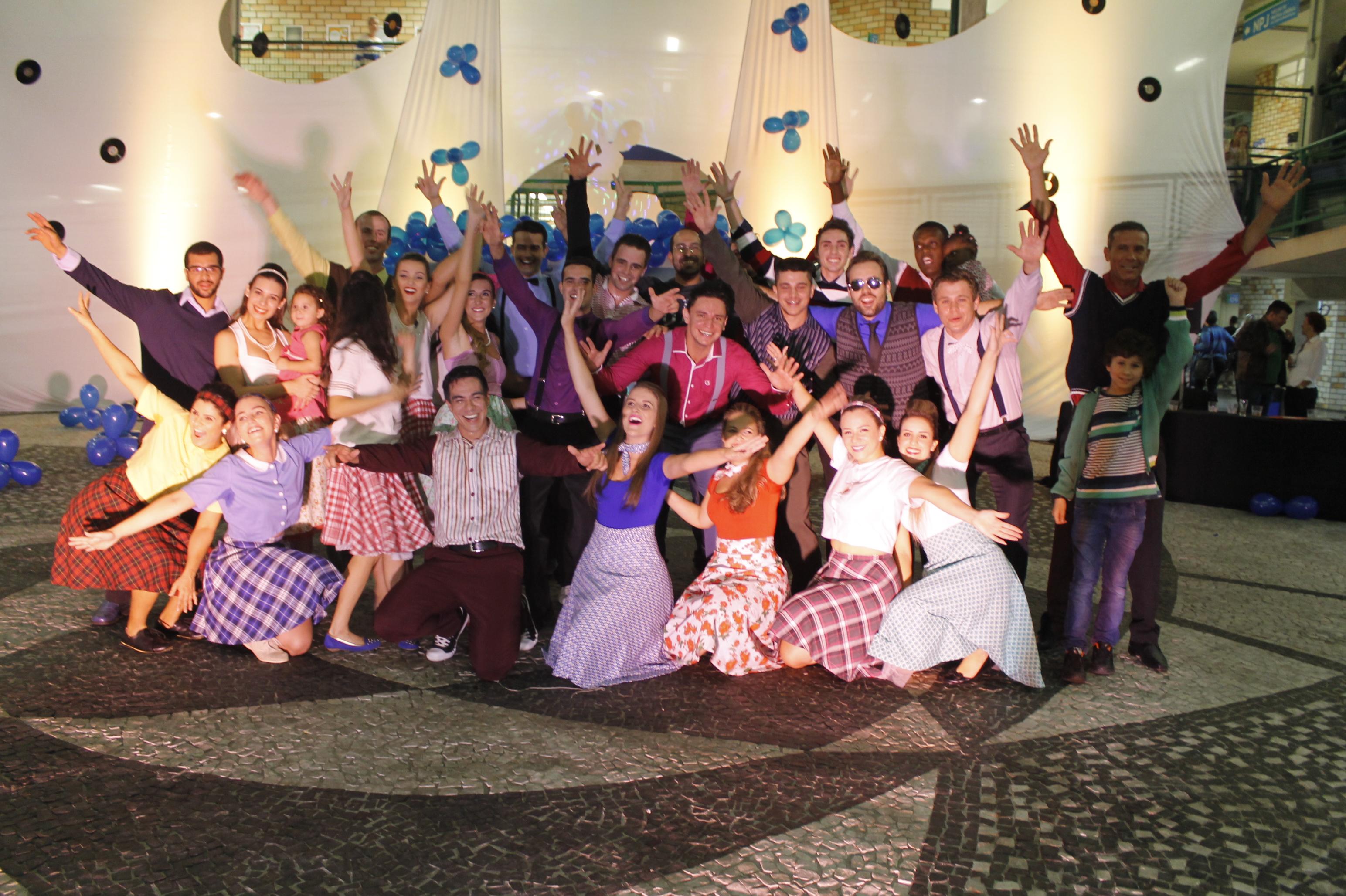 """Musical """"Hairspray"""" de Educação Física se apresenta em Blumenau"""