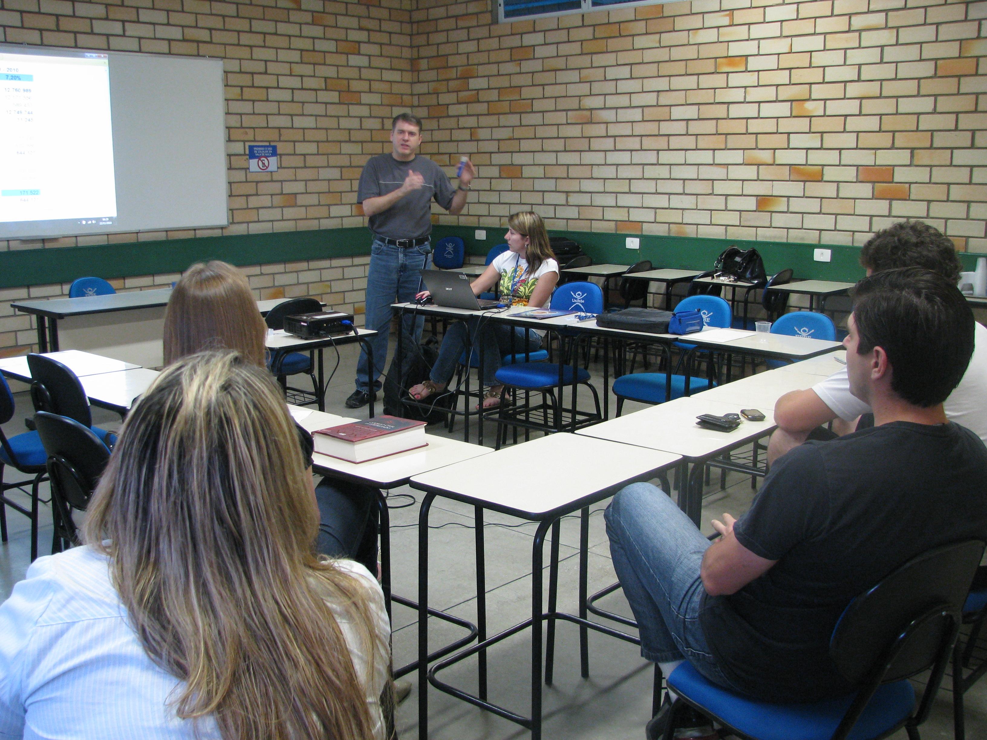 Acadêmicos participam de reunião sobre Orçamento 2011
