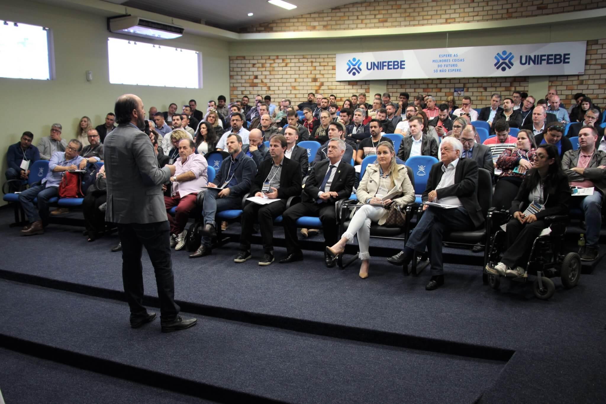 Presidente da Acafe participa de Fórum de Cidades Digitais