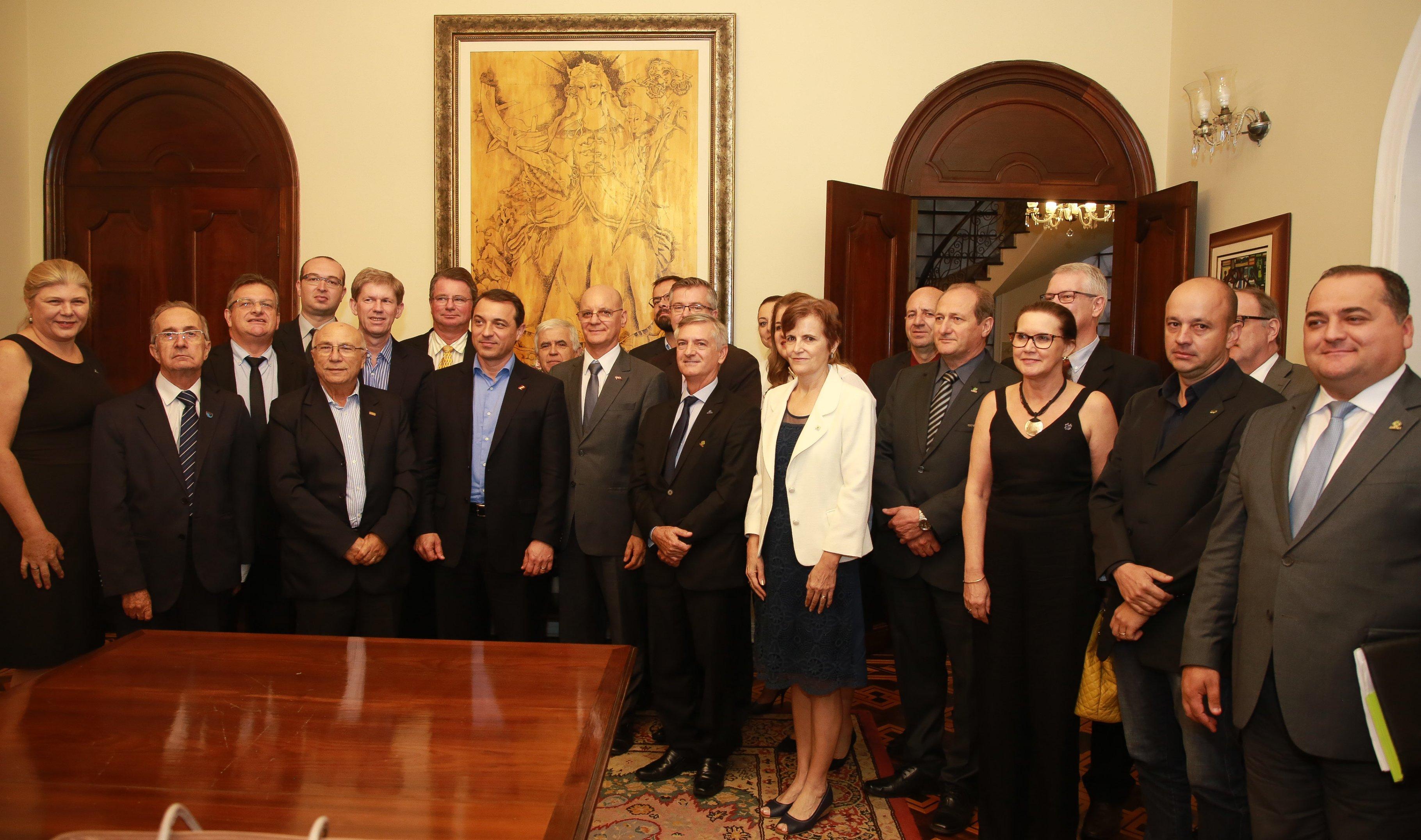 Reitor participa de reunião com o governador de Santa Catarina