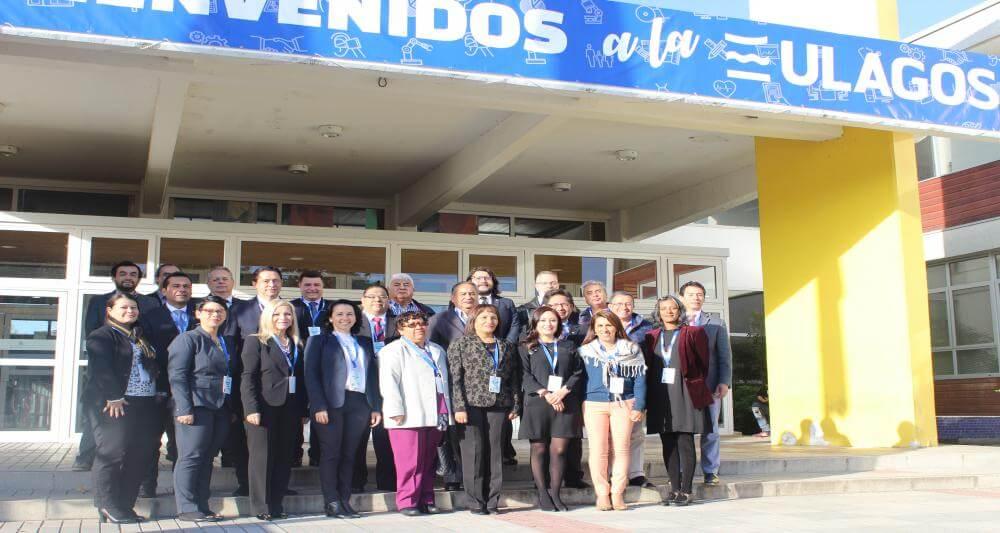 Pró-reitora e professor participam de curso no Chile