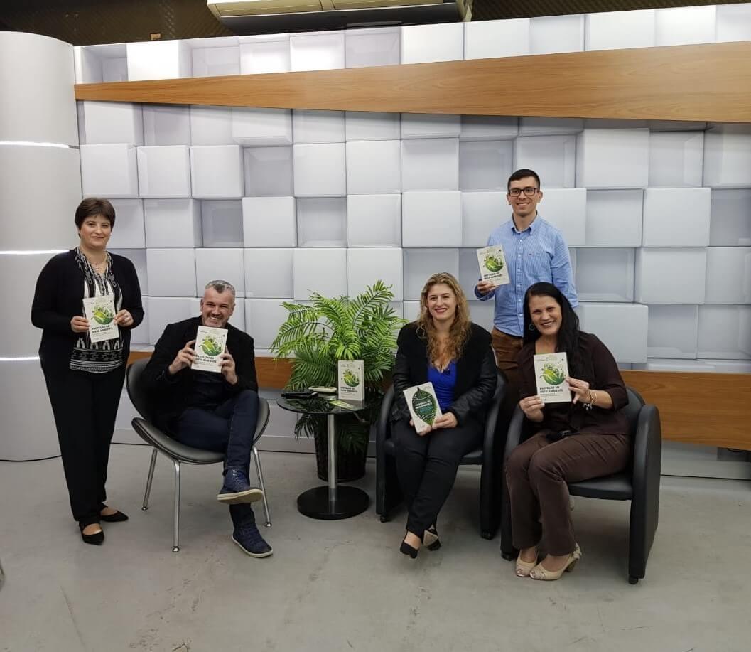 Professores e acadêmicos da UNIFEBE divulgam o livro Proteção ao Meio Ambiente