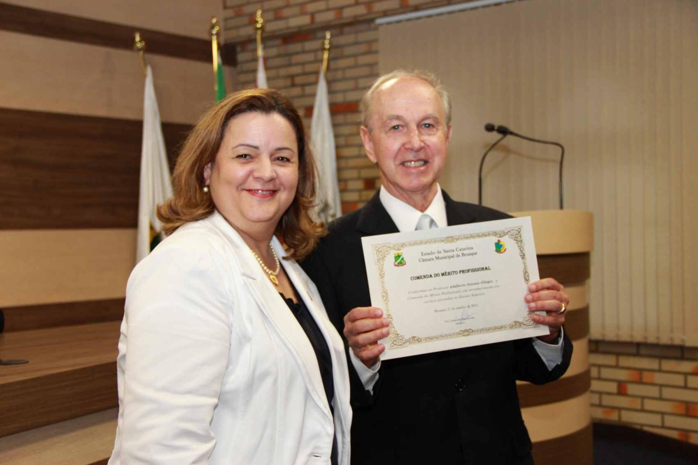 Professor da UNIFEBE recebe Comenda do Mérito Profissional