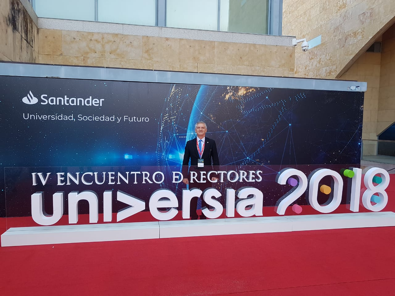Reitor participa de evento internacional