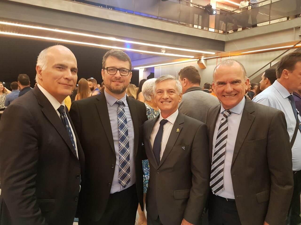 Presidente da Acafe prestigia inauguração do Centro de Inovação de Joinville 1 (na foto, com investidores e o presidente da Fapesc)