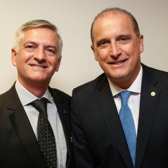 Presidente da Acafe com o ministro da Casa Civil, Onyx Dornelles Lorenzoni