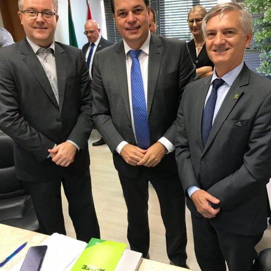 Claudio Alcides Jacoski, deputado Rodrigo Minotto e presidente da Acafe