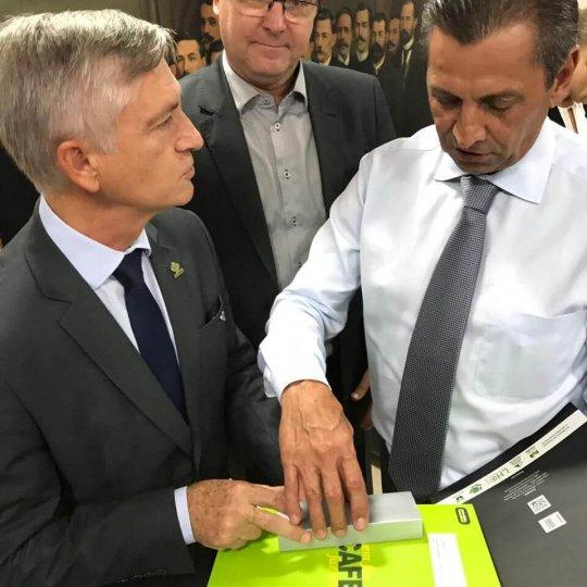 Presidente da Alesc ( à direita)