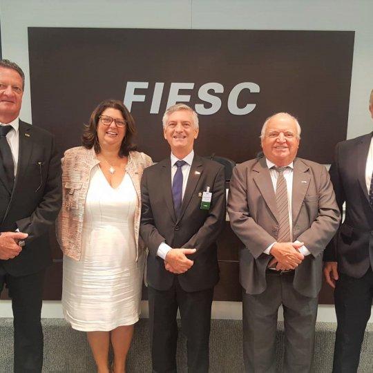 Representantes-de-Brusque-na-reunião-de-diretoria-da-Fiesc (1)