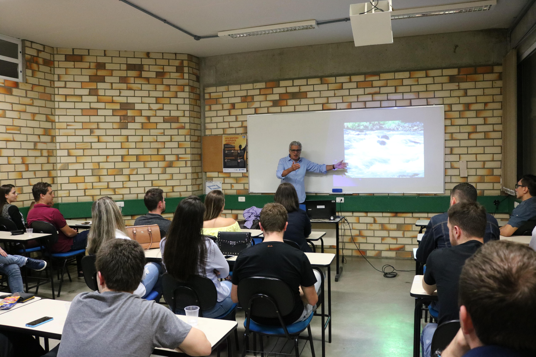Seminário da UNIFEBE destaca práticas de Marketing e Empreendedorismo