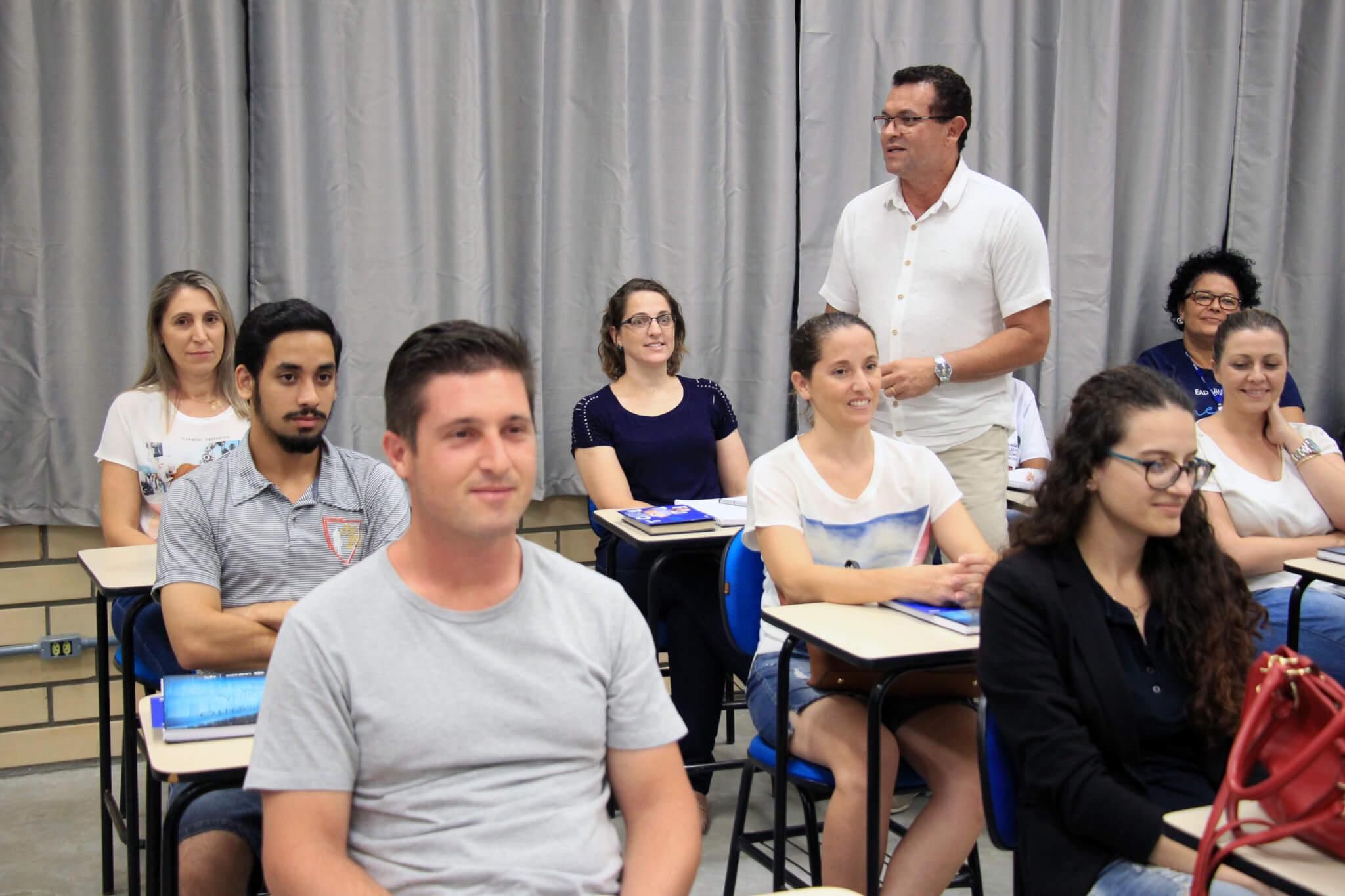 Seminário estimula troca de conhecimento entre acadêmicos de EAD