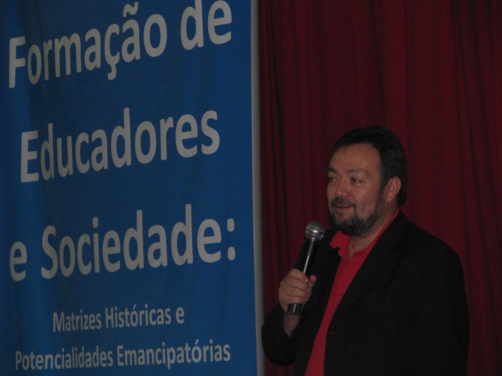 Professor da Unicamp palestra na Unifebe