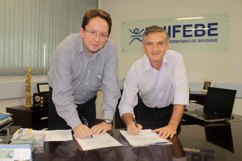 Reitor da UNIFEBE participa de viagem da Acafe e vice assume o cargo
