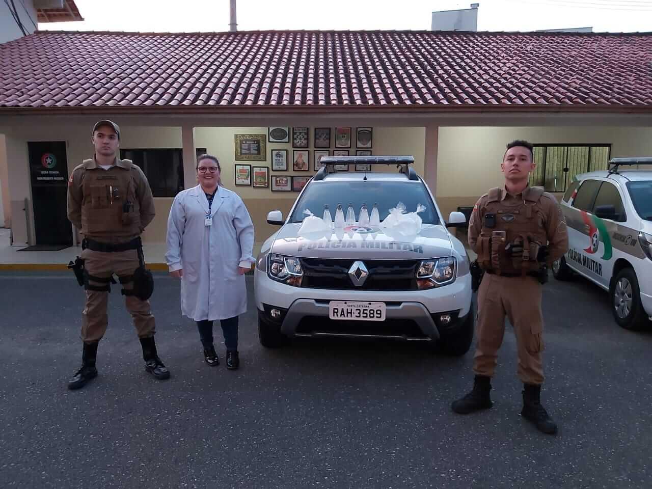 UNIFEBE produz álcool em gel e doa para a Polícia Militar de Brusque